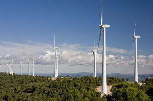 عقب العاصفة بيلا.. أكثر من نصف كهرباء بريطانيا من طاقة الرياح
