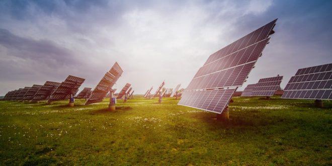 """الطاقة الشمسية هي الآن """"أرخص كهرباء في التاريخ"""" ، كما تؤكد وكالة الطاقة الدولية"""