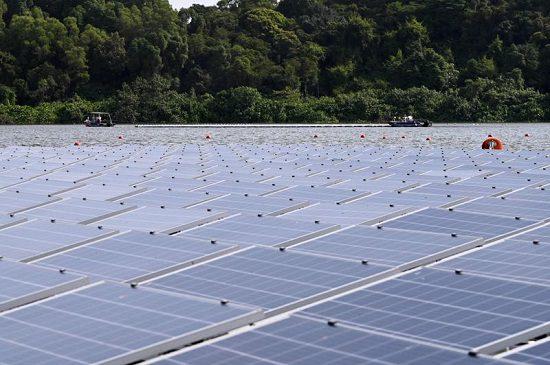 «مزارع شمسية عائمة» لمكافحة تغير المناخ